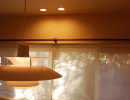 デザイナーズ照明が印象的なダイニング