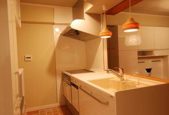 吊戸棚を外して明るいキッチンに