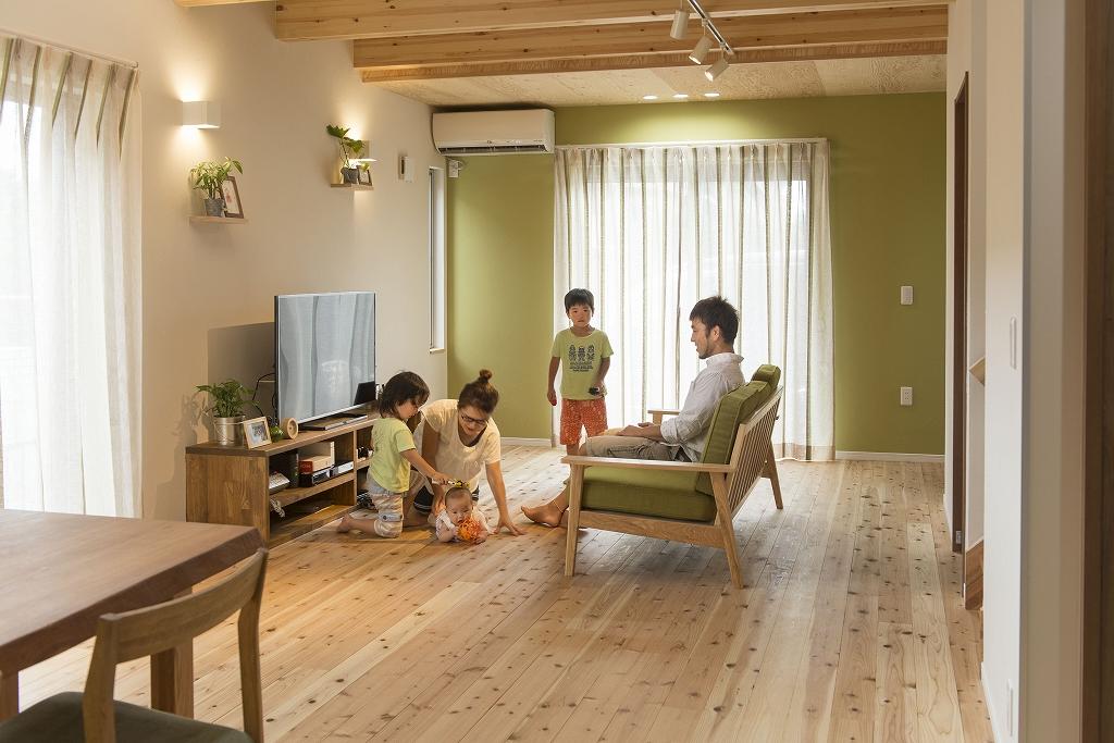 自然素材と国産材でつくる<br /> 世界でたった一つの注文住宅。<br /> 時間を楽しむ。暮らしを楽しむ家。