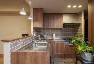 奥様のタイルを使いたいとのご要望から出来上がった開放的なキッチン
