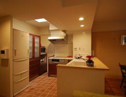 吊戸棚を取り外して明るい印象になったキッチン