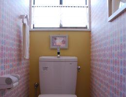 またまたクロスの組み合わせがかわいい2階トイレ