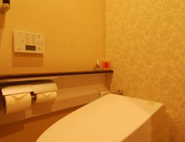 タンクレストイレで広く明るい印象になったトイレ