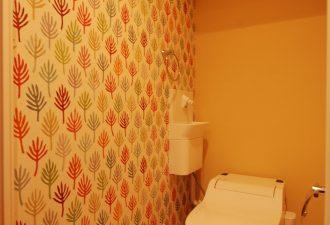 かわいいクロスのアクセントでお気に入りのトイレに