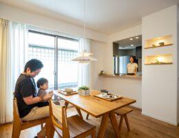 キッチンとダイニング空間